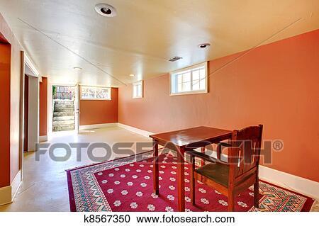 Banques de photographies grand sous sol salle à bureau et