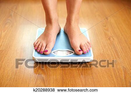 Female bare feet pics