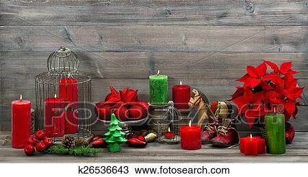 Kerstdecoraties Met Rood : Stock foto ouderwetse kerst decoraties met rood kaarsjes en