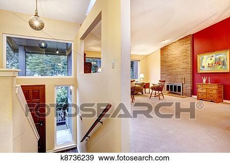 Archivio fotografico - soggiorno, con, parete rossa, e, entrance ...
