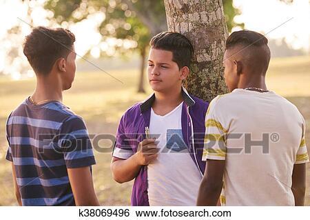 Schwarzer Mann leckt schwarze Muschi