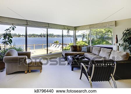 Stock Fotografie Wohnzimmer Mit Kaminofen Und Wasser Ansicht