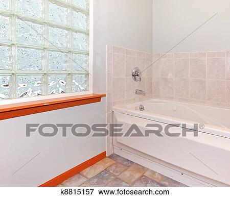Neu, badezimmer, ecke, mit, glas block, fenster, und, tub. Stock ...