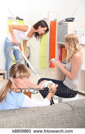 Colección de foto - dos niñas, jugando juegos video, mientras, su ...