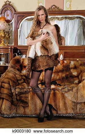 Belle Dans Femme Banques Dans De Photographies Fourrure Manteau 1HqIxERzw