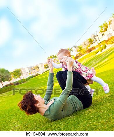 Coleccion De Foto Madre Y Bebe Nina Juego Al Aire Libre