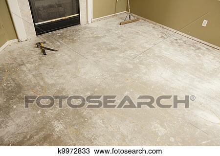 Fußboden Aus Beton Gießen ~ Stock foto beton haus boden mit besen bereit für