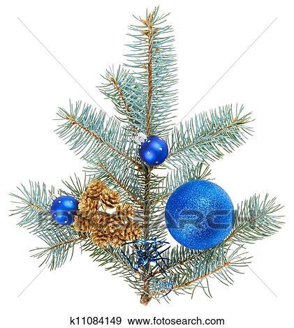 stock fotograf blau weihnachtsdeko kugeln auf fichte zweig freigestellt wei k11084149. Black Bedroom Furniture Sets. Home Design Ideas