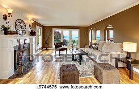 Classico, marrone, soggiorno, con, bianco, caminetto, e ...