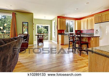 Cucina, con, sniny, pavimento legno, e, parete verde, appresso, vivente,  room. Archivio Immagini