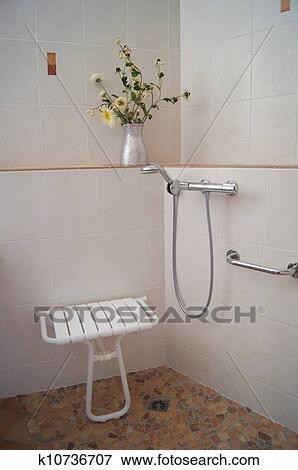 Beeld - douche, voor, invalide k10736707 - Zoek Stock Fotografie ...