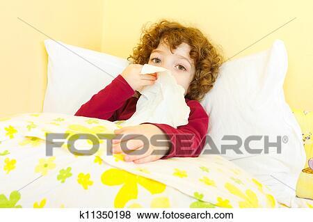 Bilder Krankes Kind Bett Blasen Sie Nase K11350198 Suche