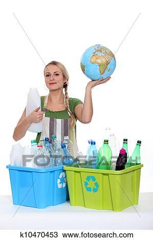 Recyclage Femme Bouteilles Plastique Protéger Terre Planète Banque D Image