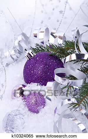 Weihnachtsdeko Lila.Schön Weihnachtsdeko In Lila Und Silber Weiß Schnee Stock Fotografie