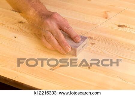 Stock Foto Bemannt Hand Schleifen Block Auf Kiefer Holz