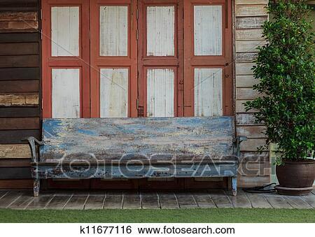 f3c4800273d2 Colección de fotografía - silla de madera vieja, delante de, el, puerta.