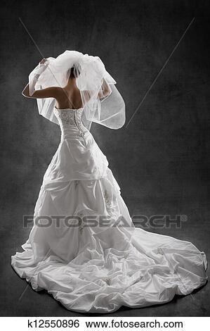 Mariee Dans Mariage Luxe Robe Arriere Affichage Mains Elevees Haut Arriere Plan Noir Banque De Photographies K12550896 Fotosearch