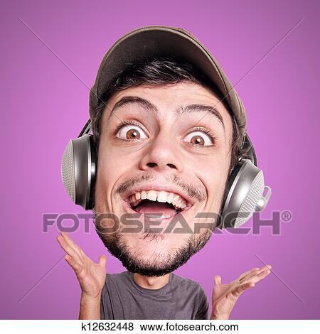 bilder marionette mann h ren musik mit gro er kopf k12632448 suche stockfotos bilder. Black Bedroom Furniture Sets. Home Design Ideas
