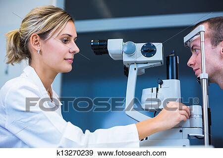 Banque de Photographies - optométrie, concept, -, beau, jeune homme, avoir,  sien, yeux, examiné, par, une, oculiste, (color, modifié tonalité, image ,  ... b84a80c1687b