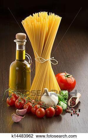Banque De Photo Pates Tomates Huile D Olive Ail Basilic Et