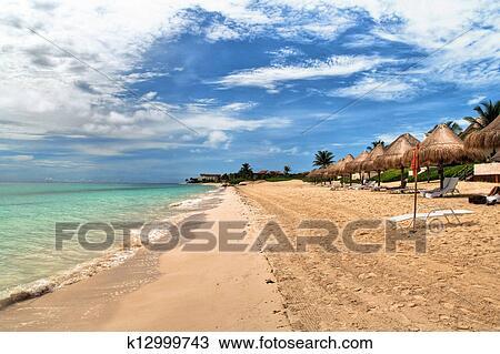Hermosa Playa En Del Carmen Mexico
