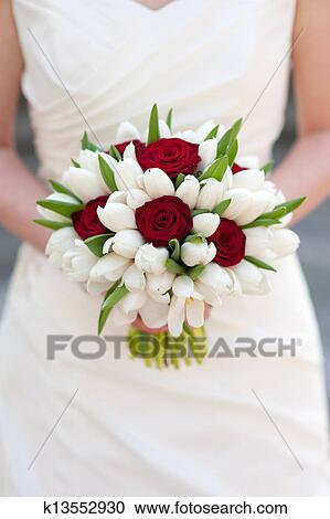 rose rouge et tulipe blanche bouquet mariage banque d. Black Bedroom Furniture Sets. Home Design Ideas