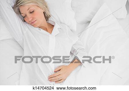 Frau, in, a, tief, schlaf Bild | k14704524 | Fotosearch