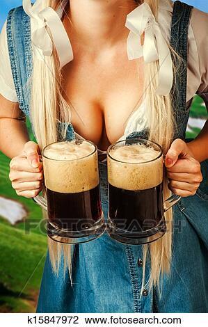 oktoberfest-tenue-femme-deux-bi%C3%A8re-banque-dimage__k15847972.jpg