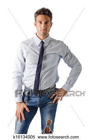 best cheap ed201 a9d0e Alternativa, giovane, uomo affari, il portare, camicia, cravatta, e, jeans  strappati Archivio fotografico