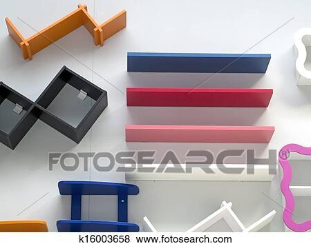 Mensole Colorate In Legno.Colorato Legno Mensole Attaccato A Parete Archivio Illustrazioni