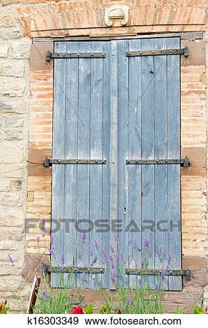 Stock Fotograf Franzosisches Fenster Mit Blau Fensterlaeden