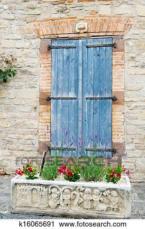 Stock Fotografie Franzosisches Fenster Mit Blau Fensterlaeden