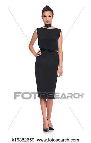 Vestidos negro con zapatos