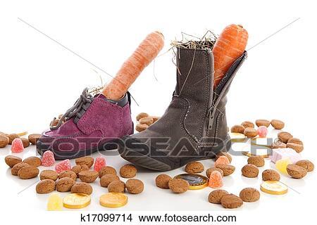 Schuhe Mit Mohren Und Ingwer Nusse Fur Nikolaus A Typisch Niederlandischer Veranstaltung Stock Foto