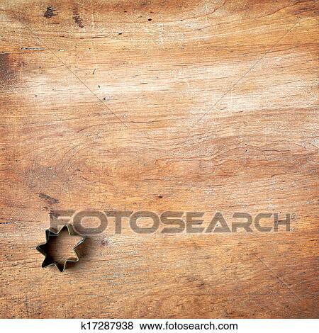 images coupeur p tisserie sur bois planche d couper k17287938 recherchez des photos des. Black Bedroom Furniture Sets. Home Design Ideas