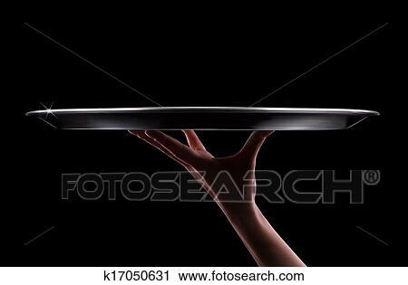 banques de photographies vide plateau dans main serveur sur noir k17050631 recherchez. Black Bedroom Furniture Sets. Home Design Ideas