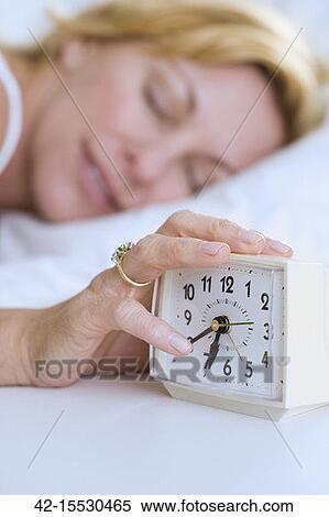 Banque d'Image - femme, frapper, snooze. Fotosearch - Recherchez des Photos, des Images, des Photographies et des Cliparts