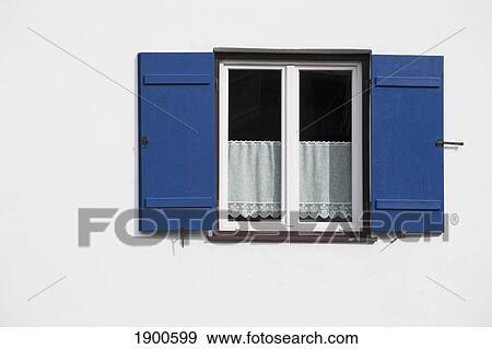 Stock Fotografie - helder blauw, kozijnen, op, een, witte muur, met ...