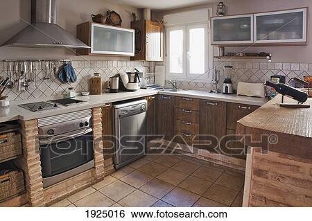 Tegels Keuken Spaanse : Stock afbeeldingen een keuken met tegel floor tarifa