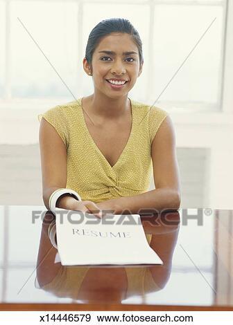 önéletrajz mosolygós kép Stock Fénykép   kisasszony, birtok, önéletrajz, mosolygós  önéletrajz mosolygós kép