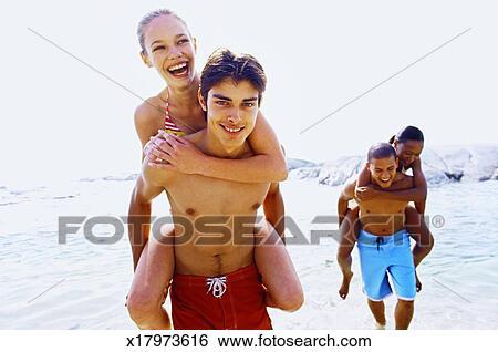Stock Bilder Nahaufnahme Von Zwei Junge Männer Geben Zwei