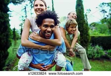 Stock Foto Vorderansicht Von Zwei Junge Männer Geben Zwei