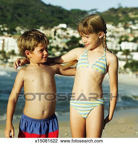Preteen filles et garçons nus
