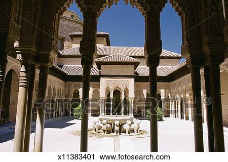 Stock Photography Of Columns In A Building Patio De Los Leones