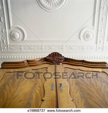 Image Bas Angle De Garde Robe Et Décoratif Plafond X19868737