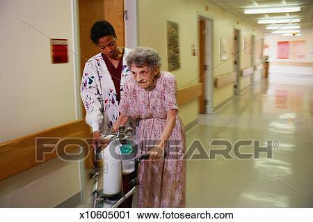 Banco de Fotografías - mujer, porción, mujer anciana, caminata ...