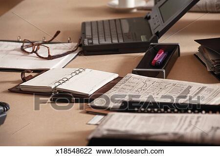 Ufficio Primo : Archivio fotografico scrivania ufficio primo piano x18548622
