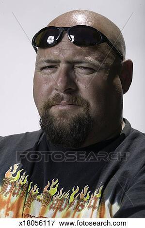 1a9f5556a263 Man wearing sunglasses on bald head, posing in studio, close-up, portrait