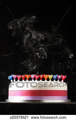 Gâteau Glacé à Fumer Fondu Joyeux Anniversaire Bougies Banque D Image