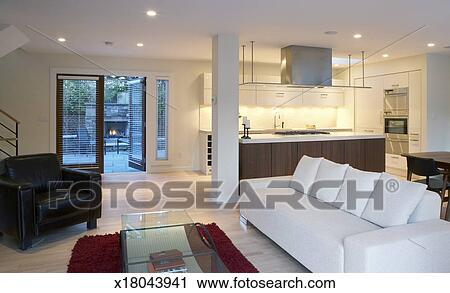 Soggiorno, di, contemporaneo, casa, con, vista, di, cucina, e, patio  Archivio Immagini